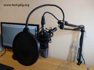 Neewer NW-700 NW-35 microphone kit setup on desk